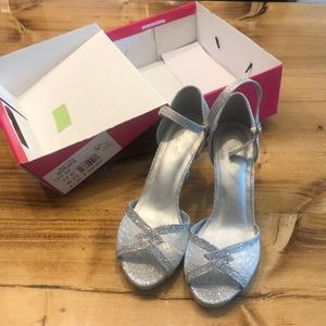 Dream Pairs high heels 7 and 1/2. Worn once.